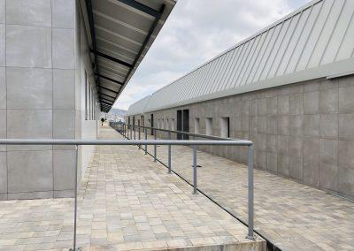 Detalle pasillo central acceso aulas