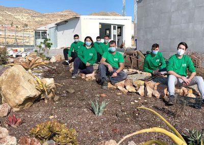 Alumnos/as en jardín cactus